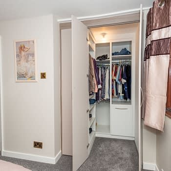 Made to measure fitted walk in wardrobe built into alcove, colour cashmere and driftwood, style Capri