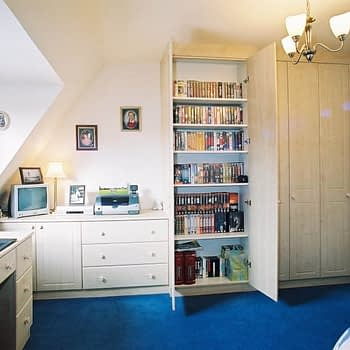 Fitted wardrobe with drawers