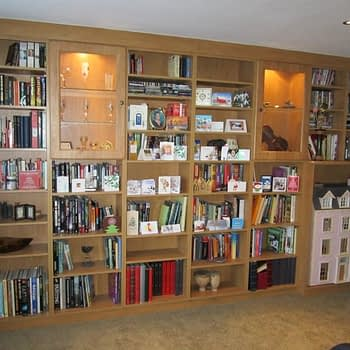 Fitted furniture shelving unit and display cabinet
